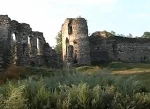 Руїни замкового палацу та вежі в Бучачі