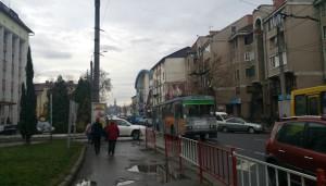 Справа - клініка Асклепій, далі - торгівельні центри біля ринку