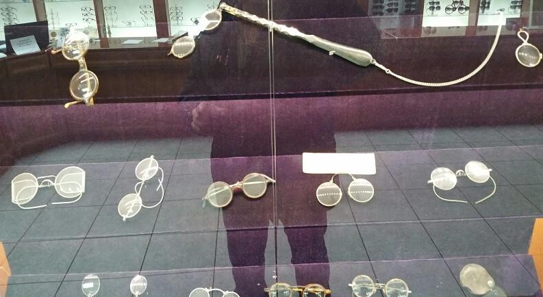 Старовинні окуляри