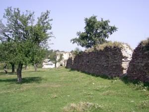 Стіна і кутова башта