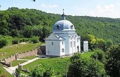 Урочище Чортова Дебра у Струсові з монастирською церквою Святого миколи - тут був струсівський замок