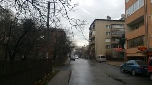 Вулиця Манюха, п'ятиповерхівка - на вулиці Хотинській