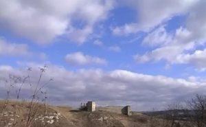 Замок у Кудринцях, біля нього - трипільське поселення