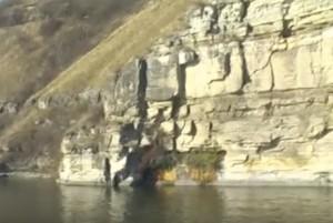 В багатьох місцях Дністер має скелясті береги