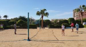 В час, коли холодно, в Єгипті можна цілком пограти в рухливі ігри, наприклад волейбол