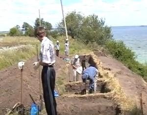Археологічні розкопки на березі