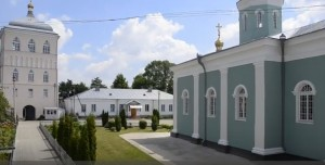 Подвір'я монастиря у Дермані