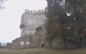 Напівкругла вежа Острозького замку, вид з двору