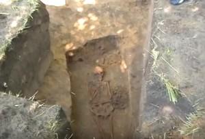 Розкопки могили