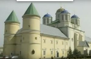 Свято-Троїцький монастир-фортеця у селі Межиріч
