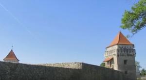Відновлені стіни Скалатського замку