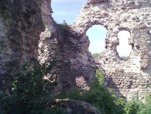 Всередині середнянського замку