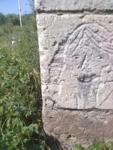 Зображення голови на стінах замку у селі Середнє