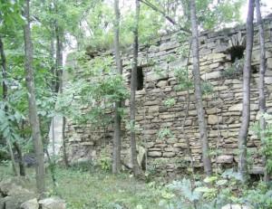 Оборонні мури чернелицького замку