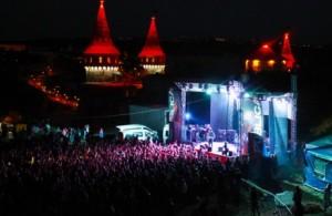 Світлові ефекти на фестивалі Рестубліка у Кам'янці-Подільському