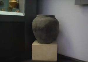 Античный пифос для зерна