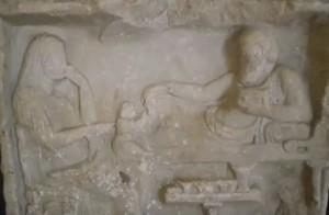 Изображение греческой семьи на мраморной стеле