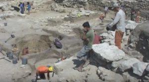 Археологи-античники