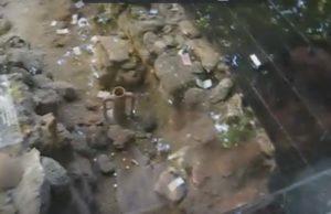 Законсервированные под стеклянной витриной раскопки археологов на Приморском Бульваре