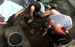 Археологи за роботою
