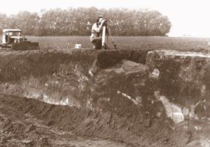 Розкопки кургану на Полтавщині в радянський час