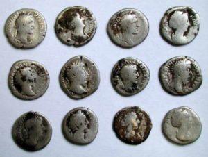 Римські монети знаходять на черняхівських поселення
