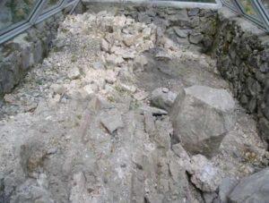 Музеєфіковані залишки стіни храму-усипальниці Бориса і Гліба у Вишгороді