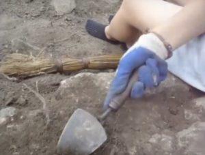 Розкопки вручну