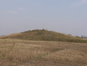 Стародавній курган біля Рогозова
