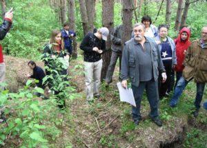 Археолог Владимир Колода на хазарском могильнике в Верхнем Салтове