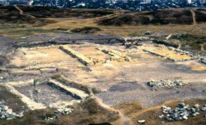 Башня-мавзолей и южный дворец в 1993 году