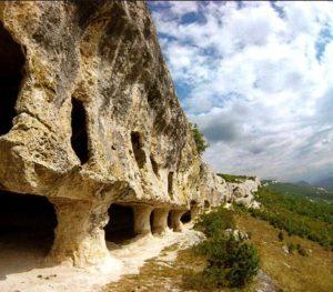 Пещеры монастыря Челтер Мармара