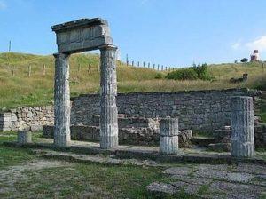 Руины пантикапейского храма