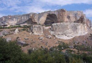 Скала и пещерный город Качи-Кальон
