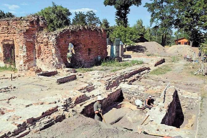 Розкопки у Малому Листвені