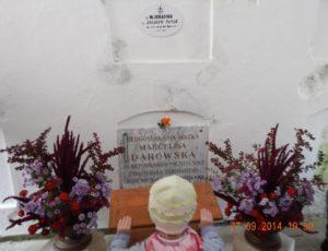 Біля могили
