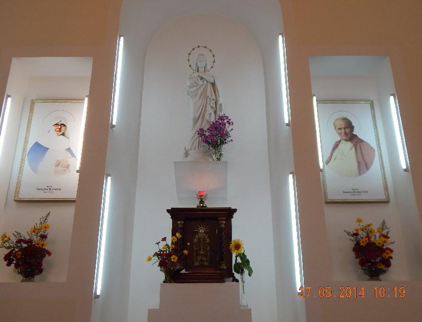 У храмі