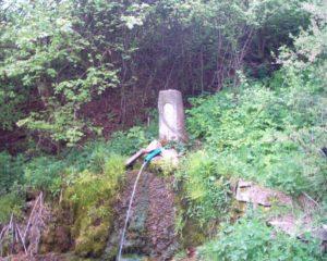 Джерело біля водоспаду