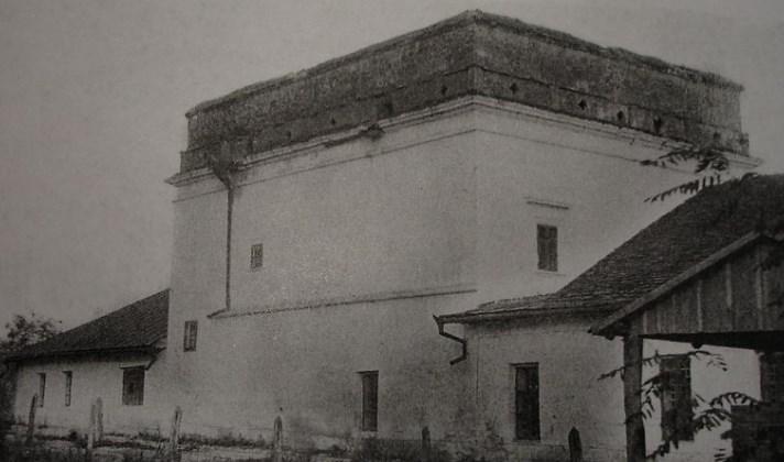Фото будинку Яна Замойського початку, видно бійниці, яких зараз немає