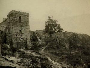 Збережена башта та замковий мур
