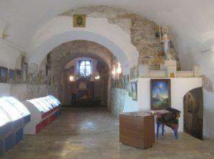 Никольские ворота Можайского кремля, встроенные в собор