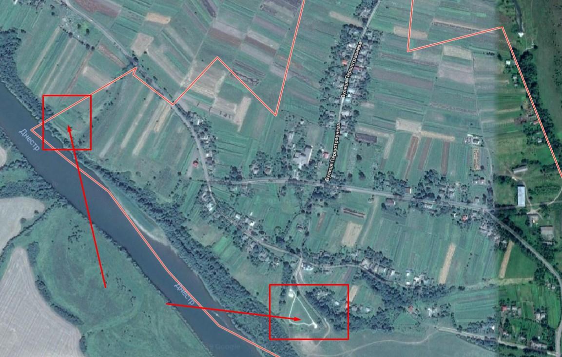 Справа - городище біля села Тенетники, зліва - городище у Новому Мартинові