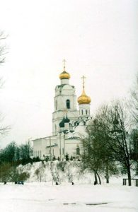 Троицкий собор на холме верхнего малого города в Вязьме